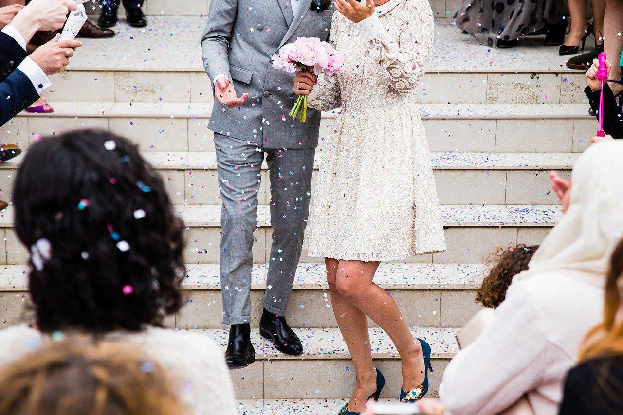 Comment bien choisir un costume et des accessoires pour son mariage ?